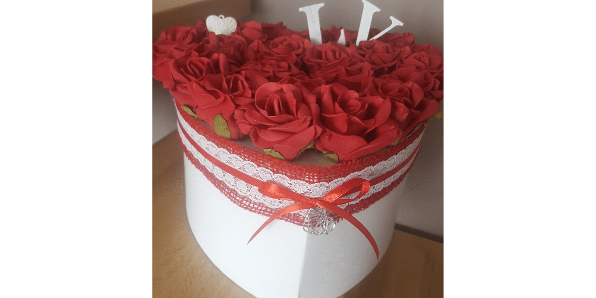 urne rose rouge coeur blanc